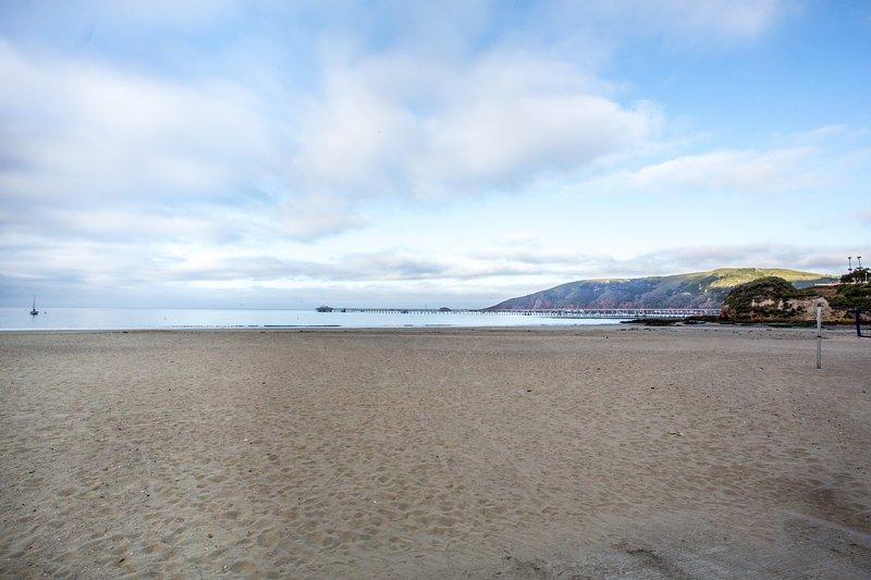 Ein Blick auf den Avila Beach Fischers Pier auf der San Luis Obispo Bay, ein aktiver Fischereihafen in CA.