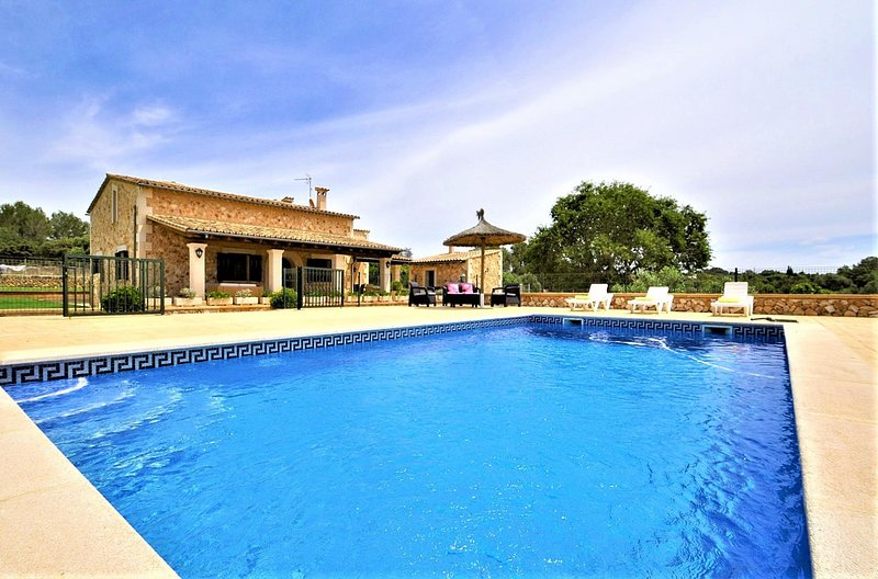 CAS BORRASSOS- Finca with pool 10 minutes from Palma in the  Centre of Mallorca., vacation rental in Santa Eugenia