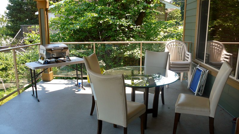 Outdoor dining and grilling
