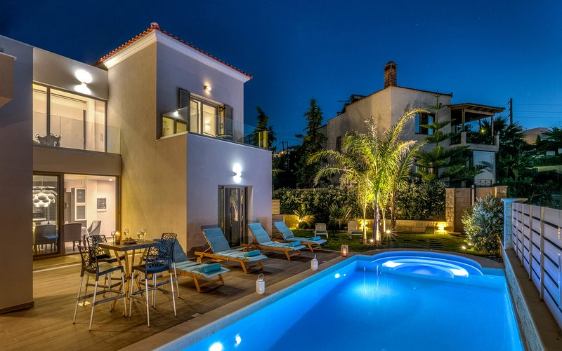 Villa Marina Mare with Pool,Hammam,Sauna, 150 metres from the sea!, location de vacances à Agia Marina