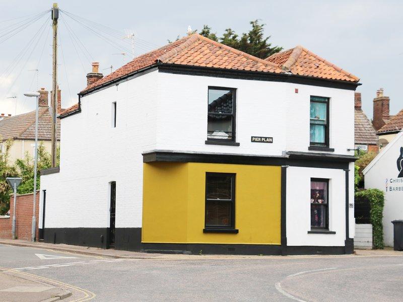 ROSE COTTAGE, sea nearby, in Gorleston-on-Sea, holiday rental in Gorleston-on-Sea