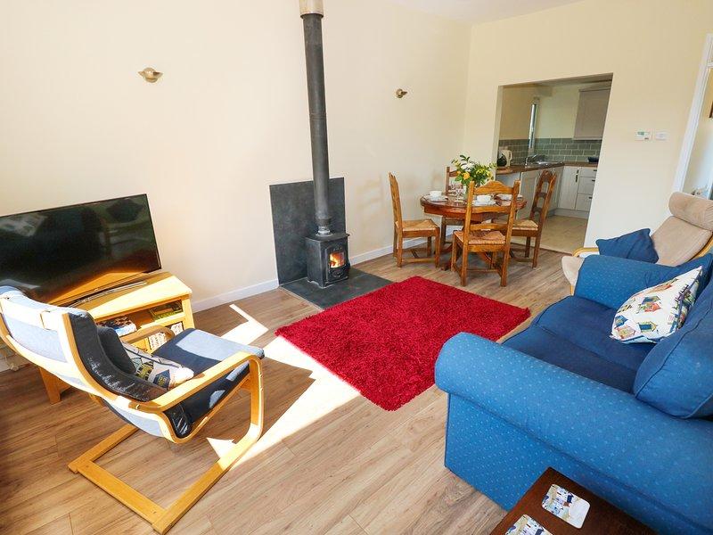 TY'R ARDD, ground floor close to beach, in Pendine, holiday rental in Llanddowror
