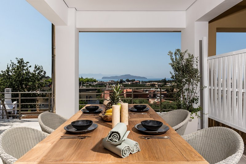 The Blue Island Suite - Just 300m From Agioi Apostoloi Beach, holiday rental in Kato Daratso