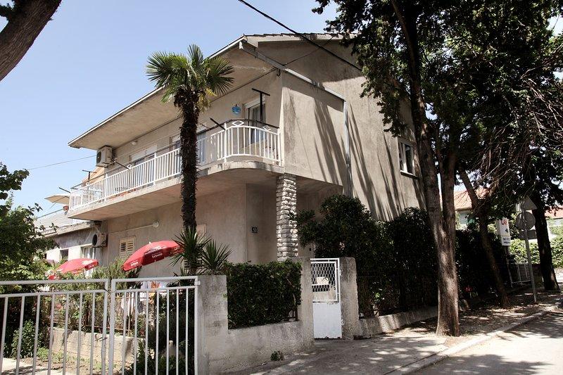 Spacious Apartment near sea, Split and Trogir, alquiler de vacaciones en Kastel Stari