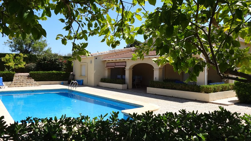 Luxury villa, La Sella, Private pool, air con, wifi, sleeps 6, flat garden., vacation rental in Sagra