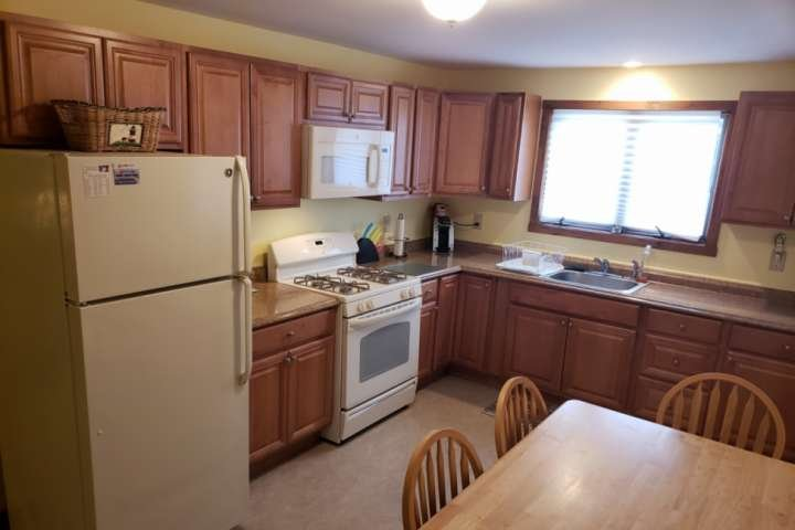 Cozy kitchen, sit down and enjoy a homecooked meal when not visiting all the local eateries.