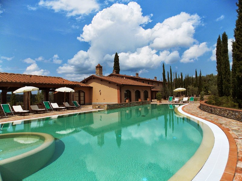 Coiano Villa Sleeps 16 with Pool Air Con and WiFi - 5637007, vacation rental in Corazzano