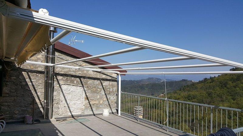 Amazing apt with terrace, vacation rental in Ricco del Golfo di Spezia