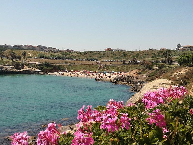 Casa alle spiagge a 2 minuti a piedi dalla spiaggia  IUN P4664, holiday rental in Platamona