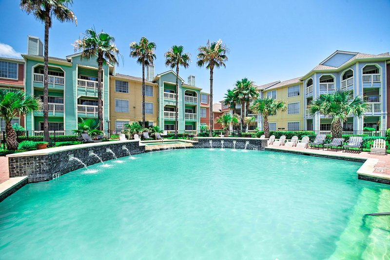 Your dream getaway begins at this vacation rental condo in Galveston!