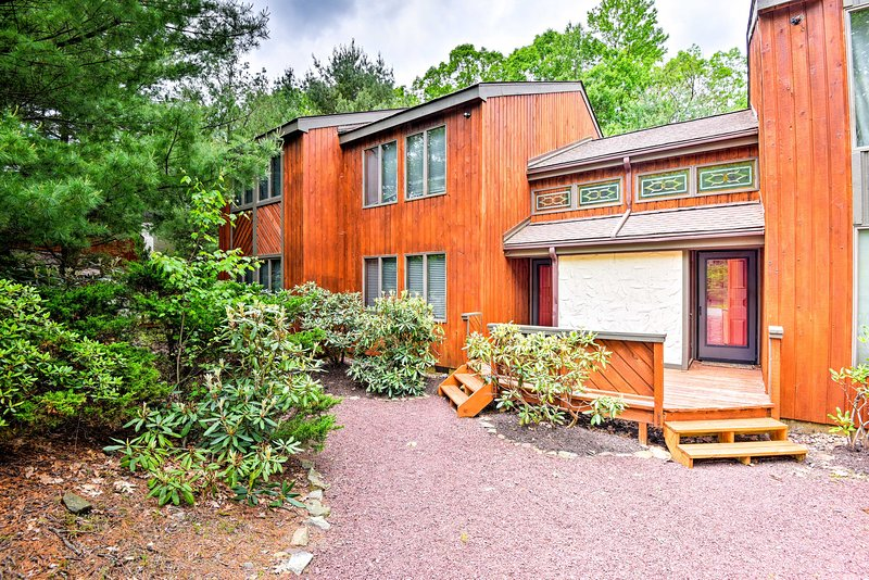 Explore Lake Harmony from this spacious vacation rental townhome.