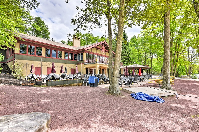 Steps from the townhome, Boulder View Tavern offers tasty food beside the water.