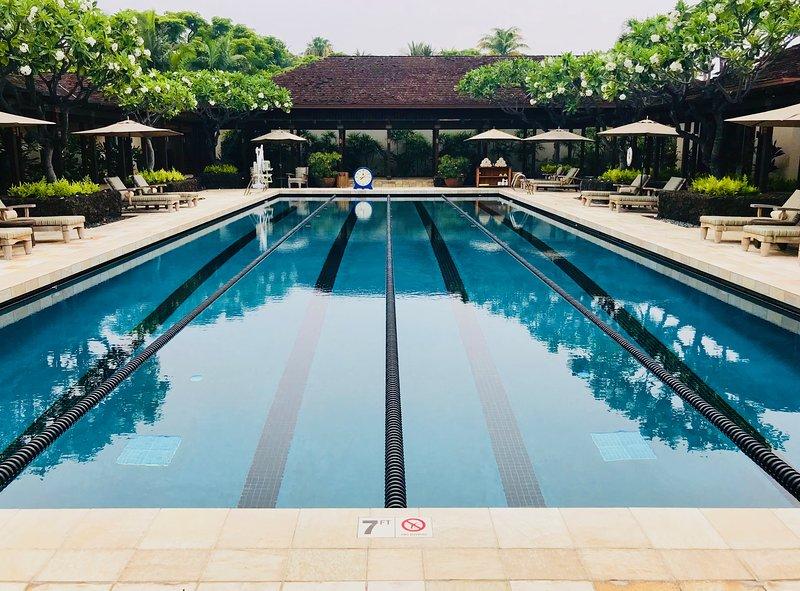 Piscina a bordo piscina del Four Seasons Resort.