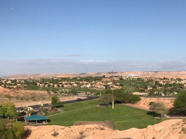 Lovely Upstairs Condo Unit Overlooking Marilynn Redd Park, location de vacances à Mesquite