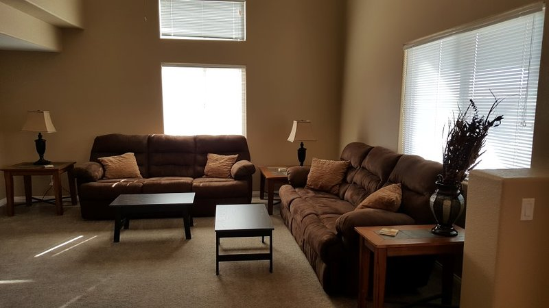 3 Bedroom Condo With On-Site Swimming Pool & Hot Tub, holiday rental in Mesquite
