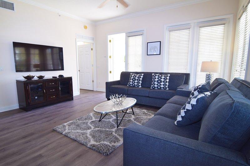 Elegante y espacioso condominio de 3 dormitorios / 2 baños en el impresionante Reunion Resort, con balcón envolvente.