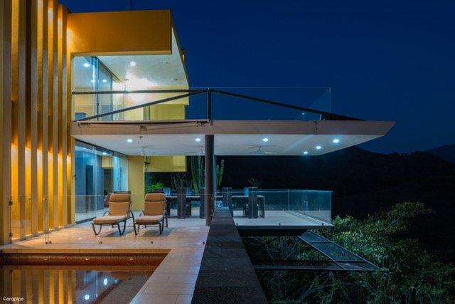 Casa Ave del Risco (Villa con río y cascada natural al interior ), location de vacances à Comala