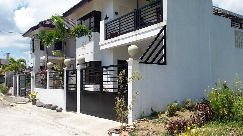 A place and quiet over looking Laguna Bay, casa vacanza a Silang