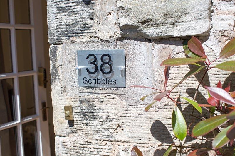 Scribbles Studio, 38 North Street, Heart of St Andrews, vacation rental in St. Andrews