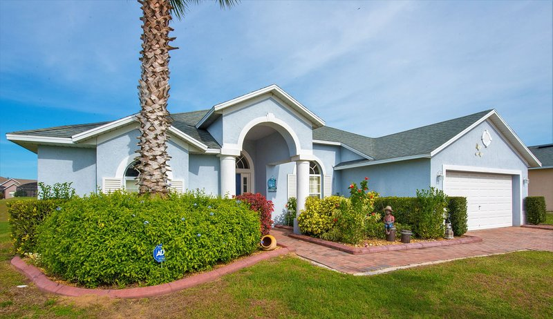 Delightful Florida Villa - ideal for large family groups and couples vacationing together.