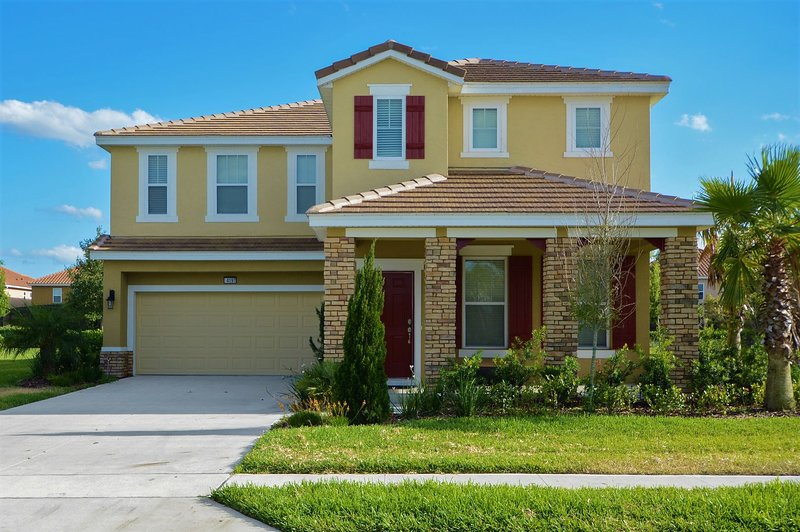 6 Bedroom Immaculate Home located in Solterra, Florida