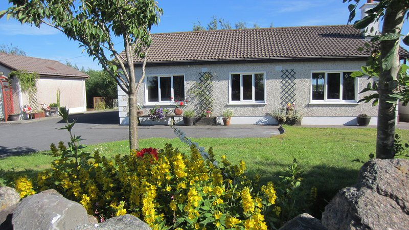 Cottage Barna Galway Hot Tub com badminton, ténis de mesa, WiFi.