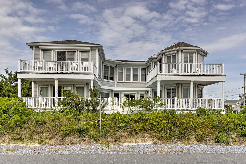 Experience The Peaceful Beach Of Fenwick Island From This Vacation Al House