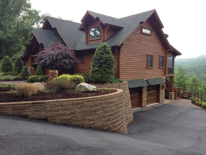 Bear Foot Lodge, holiday rental in Chimney Rock