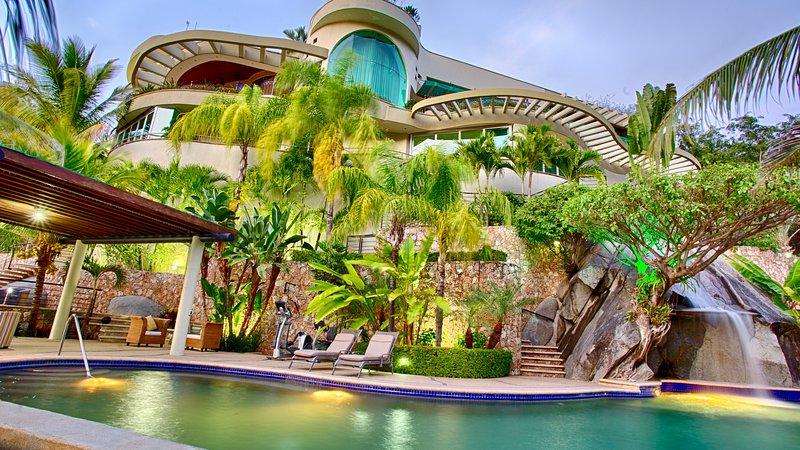 Luxury Beach Frontage Villa For Rent, holiday rental in Boca de Tomatlan