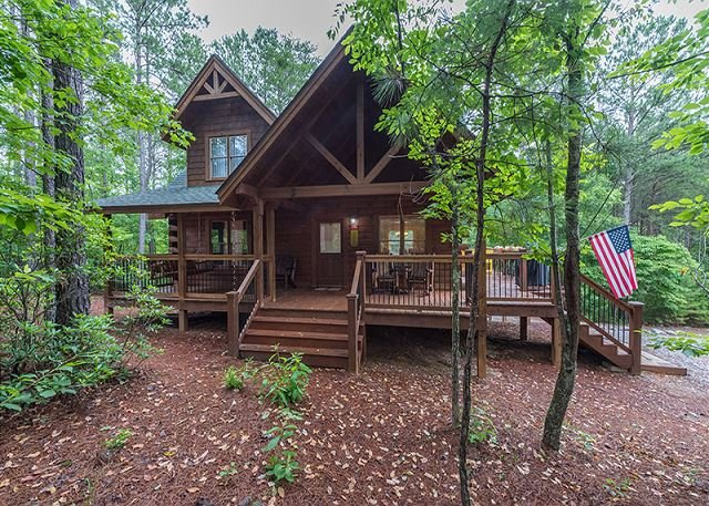 Log Cabin at Stonecrest minutes from Lake Lure and Lake Adger | Fire pit!, holiday rental in Mill Spring