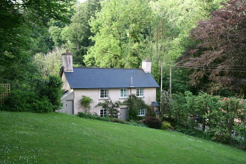 Ball Cottage, Winsford - Delightful country cottage in Exmoor National Park, holiday rental in Wheddon Cross