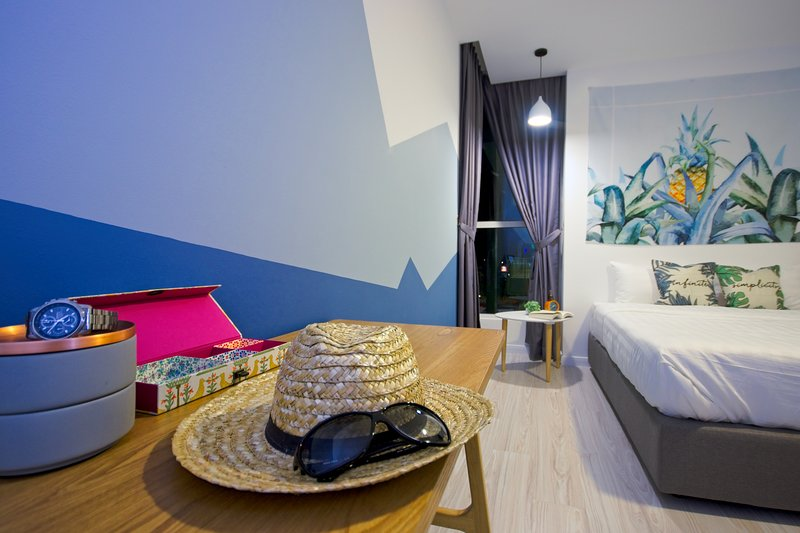 B2-2 (Dual) ★Gorgeous Sunset,Downtown Family Suite★, vacation rental in Kota Kinabalu