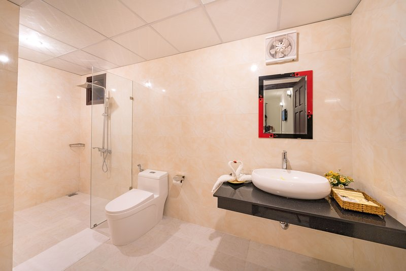 LUNA VILLA - ENTIRE BLOCK 1 (10 rooms), alquiler vacacional en Cham Island