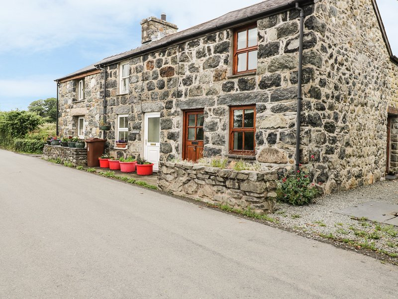 MINFFORDD COTTAGE, family friendly, character holiday cottage, with a garden in, location de vacances à Bryncrug