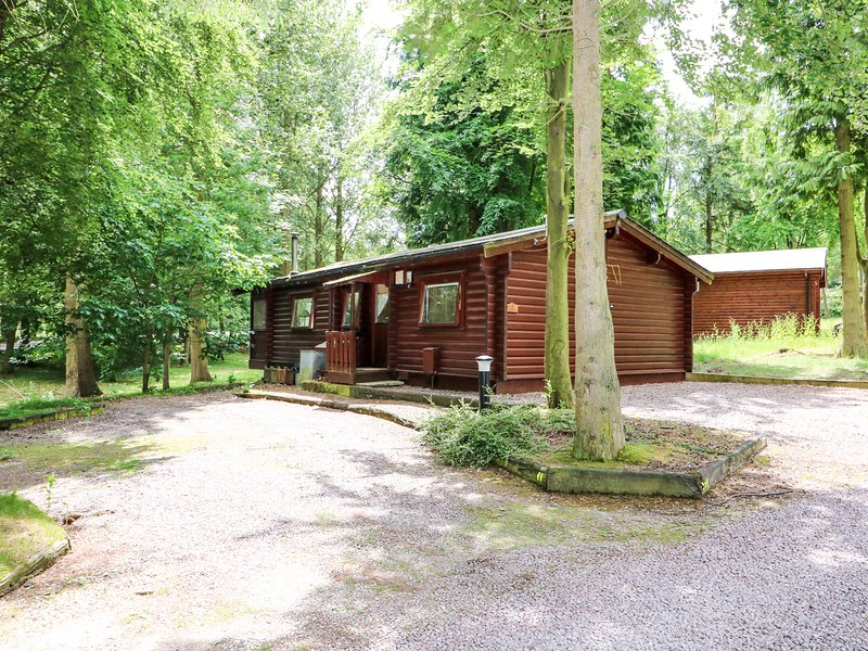 LODGE 8, woodburner, Lincolnshire Wolds AONB, open-plan living, 981519, holiday rental in Louth