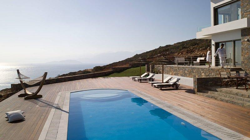 La piscina dispone di passaggi per un facile accesso