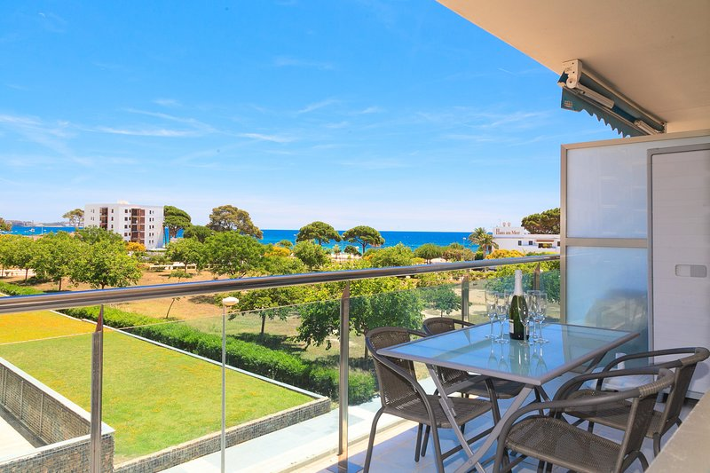 Apartamento 50m Playa · AACC · Parking · Piscina · UHC TORRESOL, vacation rental in Tarragona