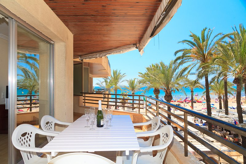 UHC CAPOTE 337:Very nice apartment at the complex on a first line of Salou beach, holiday rental in Tarragona