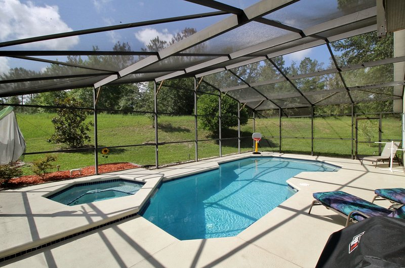 J & D's Very PRIVATE DISNEY Orlando Vacation home South Facing Pool FREE Grill, holiday rental in Davenport
