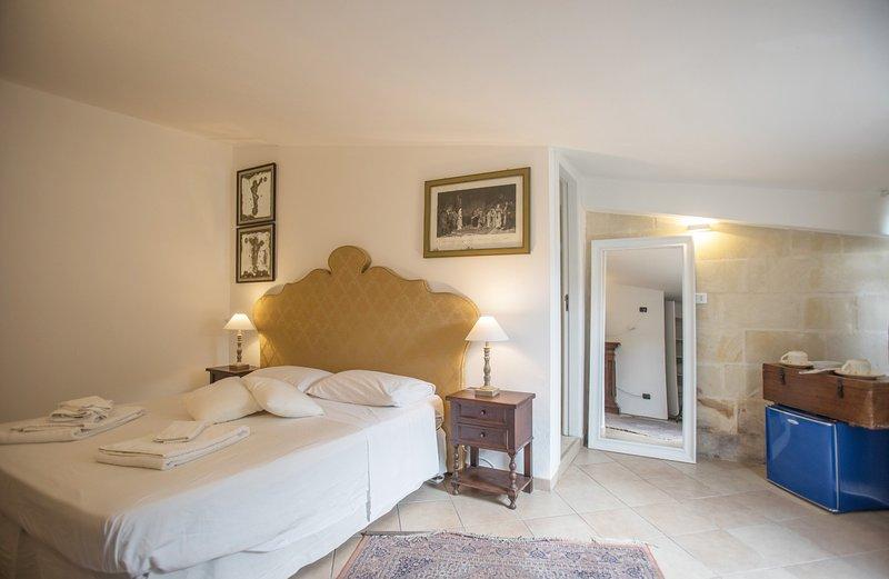 Chambre avec salle de bain équipée de tout le confort