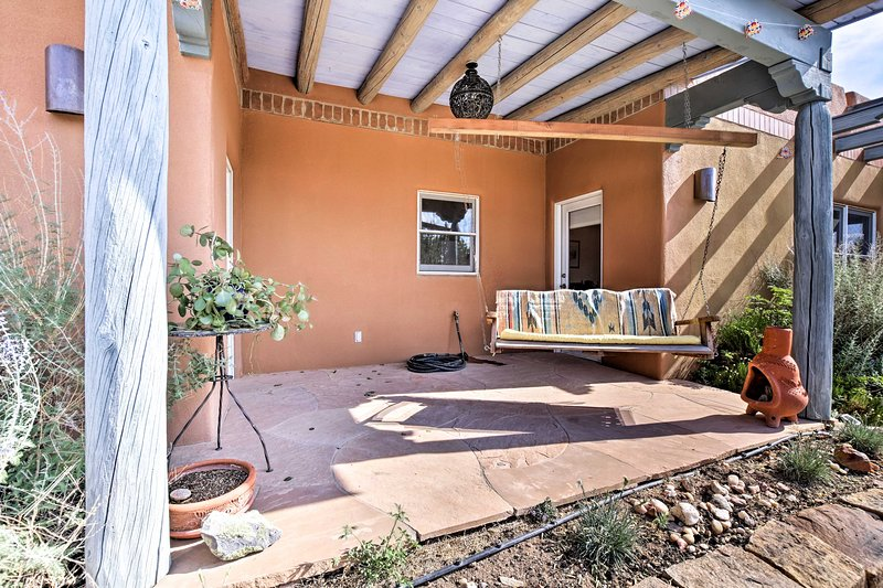 Secluded Santa Fe Guest Home - 3 Miles to Plaza!, location de vacances à Agua Fria