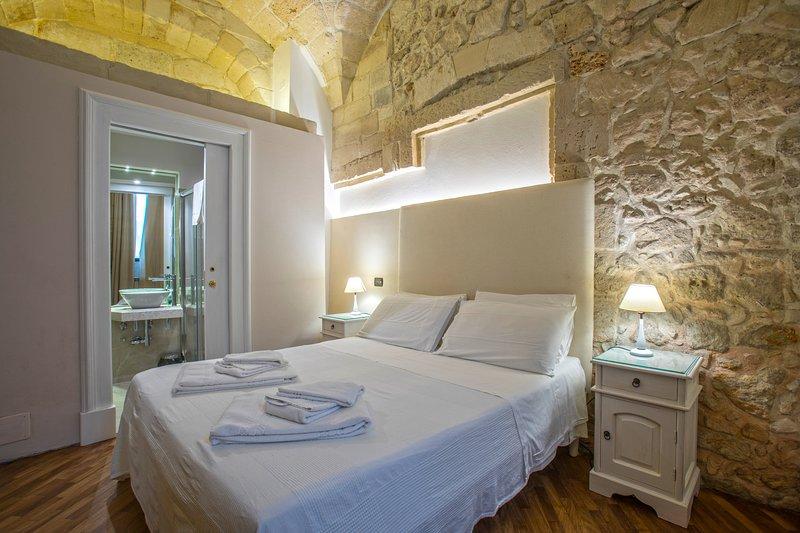 Large double room elegantly furnished