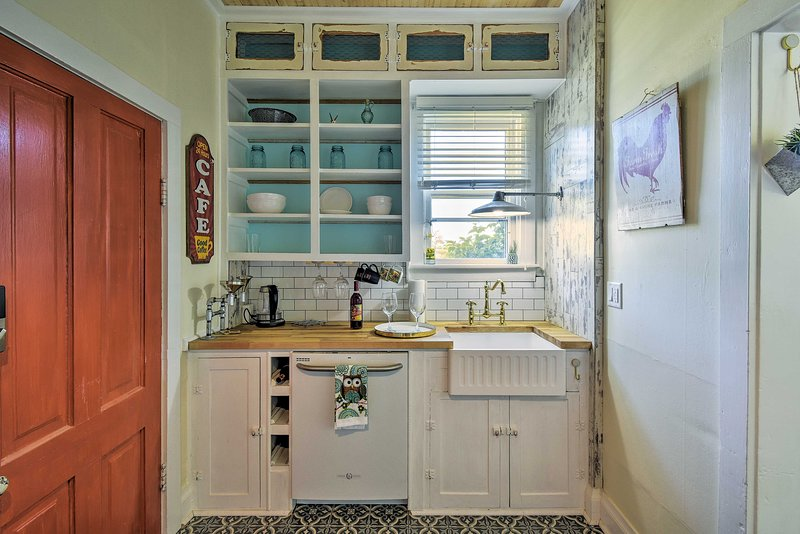 This 1-bedroom, 1-bath vacation rental apartment sleeps 4 guests.