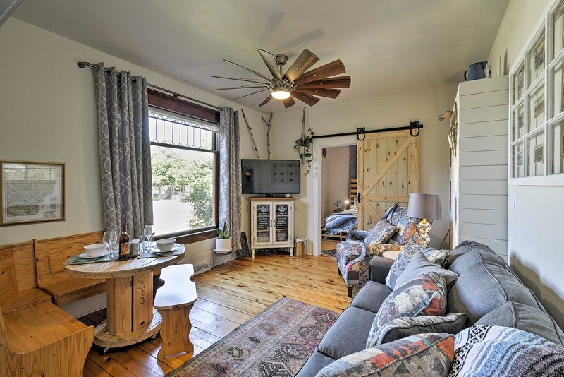 'Collectic Farmhouse Suite!' in Sturgeon Bay!, vacation rental in Algoma