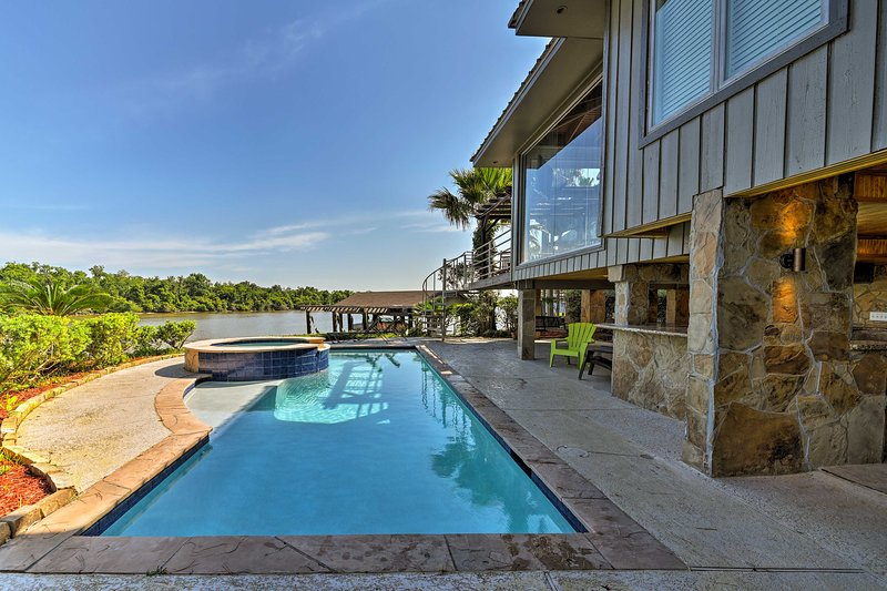 Luxury Home w/ Pool on San Jacinto Riverfront!, holiday rental in Highlands