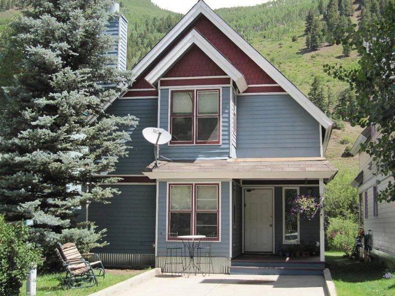 Prospect House - 3 Bd, 2 Ba - Sleeps 9 - located in quiet neighborhood downtown Telluride