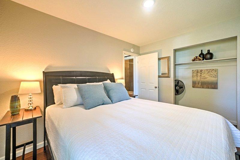 La troisième chambre dispose d'un lit queen en peluche.