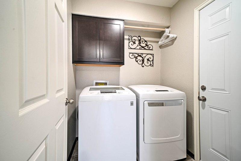 Gardez vos vêtements frais avec une rotation à travers les machines à laver.