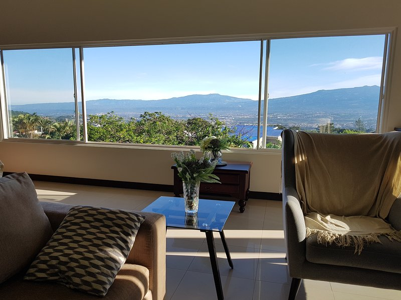 Breathtaking Views Penthouse in Escazu, alquiler de vacaciones en San Rafael de Escazu