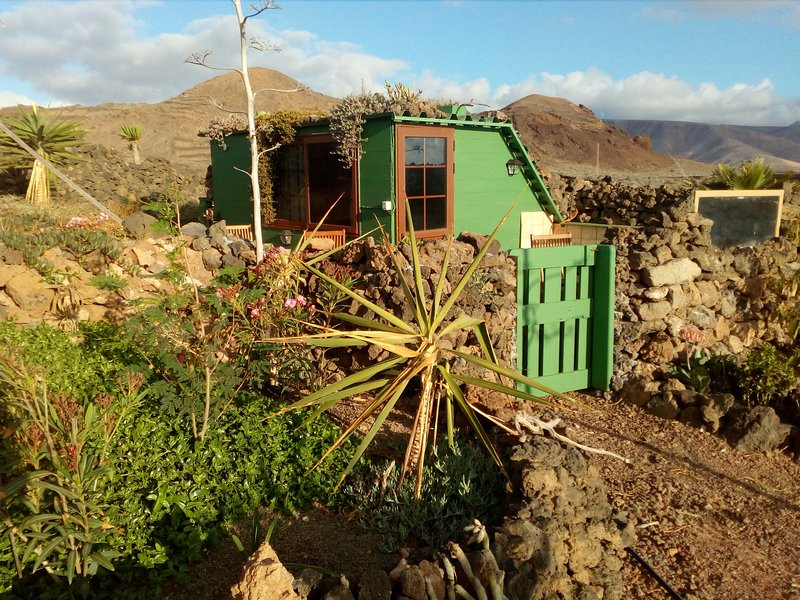 Eco-cabin, Secluded in the fields yet close to northen towns, holiday rental in Haria